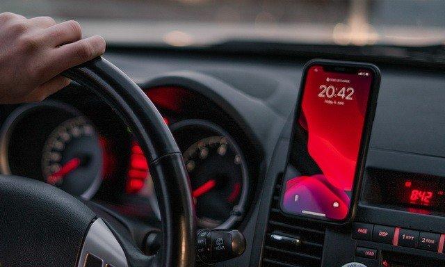 أفضل تطبيقات السيارة للآيفون 2020 (تطبيقات تجعل القيادة أسهل بكثير) 1